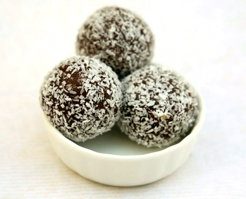 gesunde süßigkeiten power balls dattel mit kokos