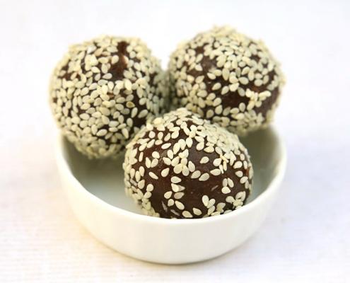 dattelbällchen power balls mit sesam momen food