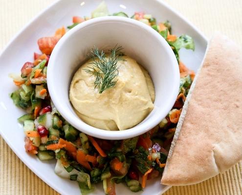 lieferservice wien hummus mit salat und pita