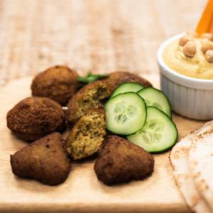 falafel selber machen mit hummus muhammara tahina oder baba ghanousch dip